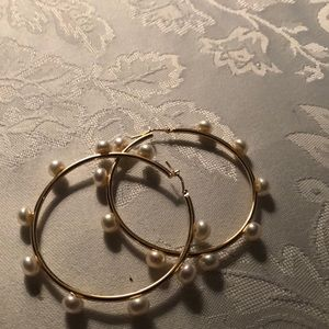 Jewelry - 18k gold hoops with genuine pearls